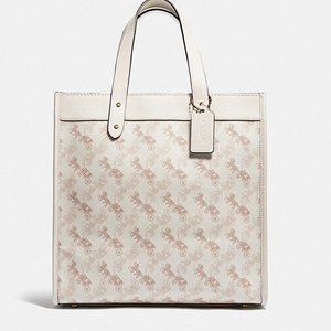 💗NWT COACH Field Tote With Horse & Carriage Print